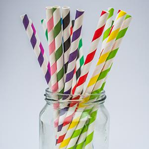 Мостри на хартиени сламки